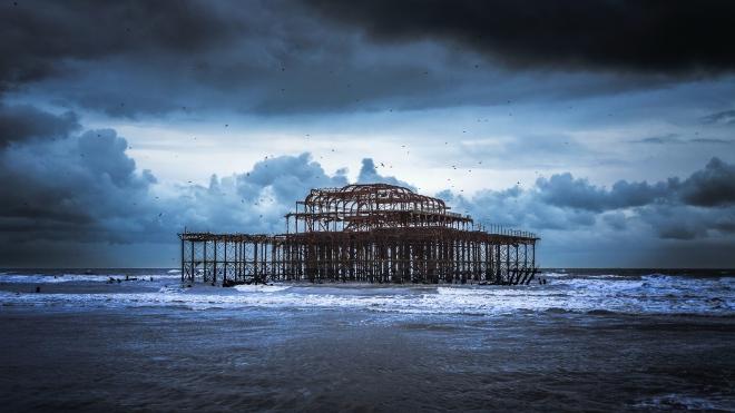 Drama st Brighton Pier