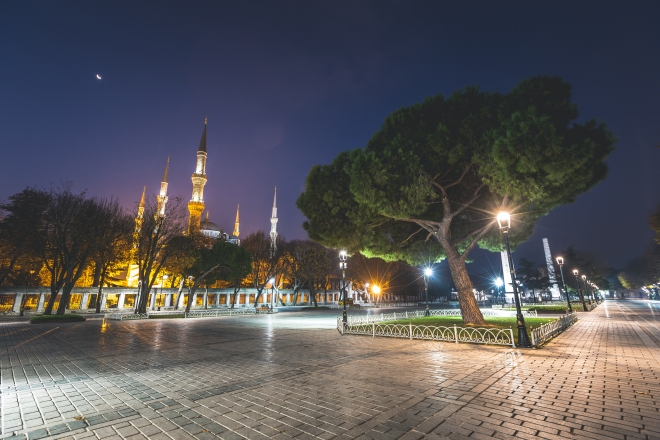 outside-blue-mosque-square