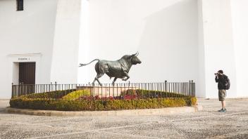 Plaza de toros de Ronda statue outside.